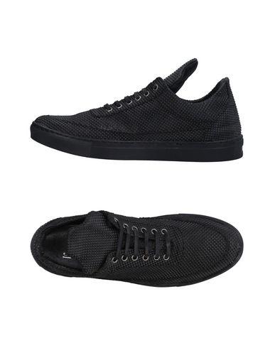Низкие кеды и кроссовки от AMOUR