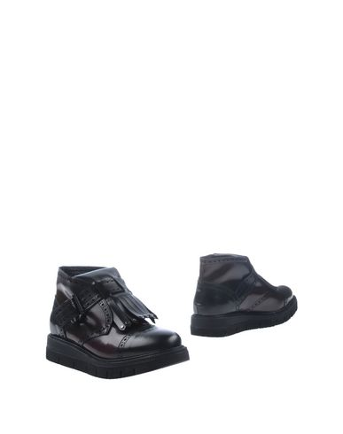 Полусапоги и высокие ботинки от LEMARÉ