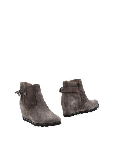 Полусапоги и высокие ботинки от DONNA SOFT