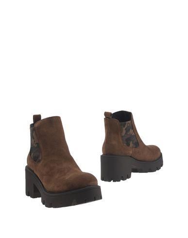 Полусапоги и высокие ботинки от CLAUDIA BY ISABERI