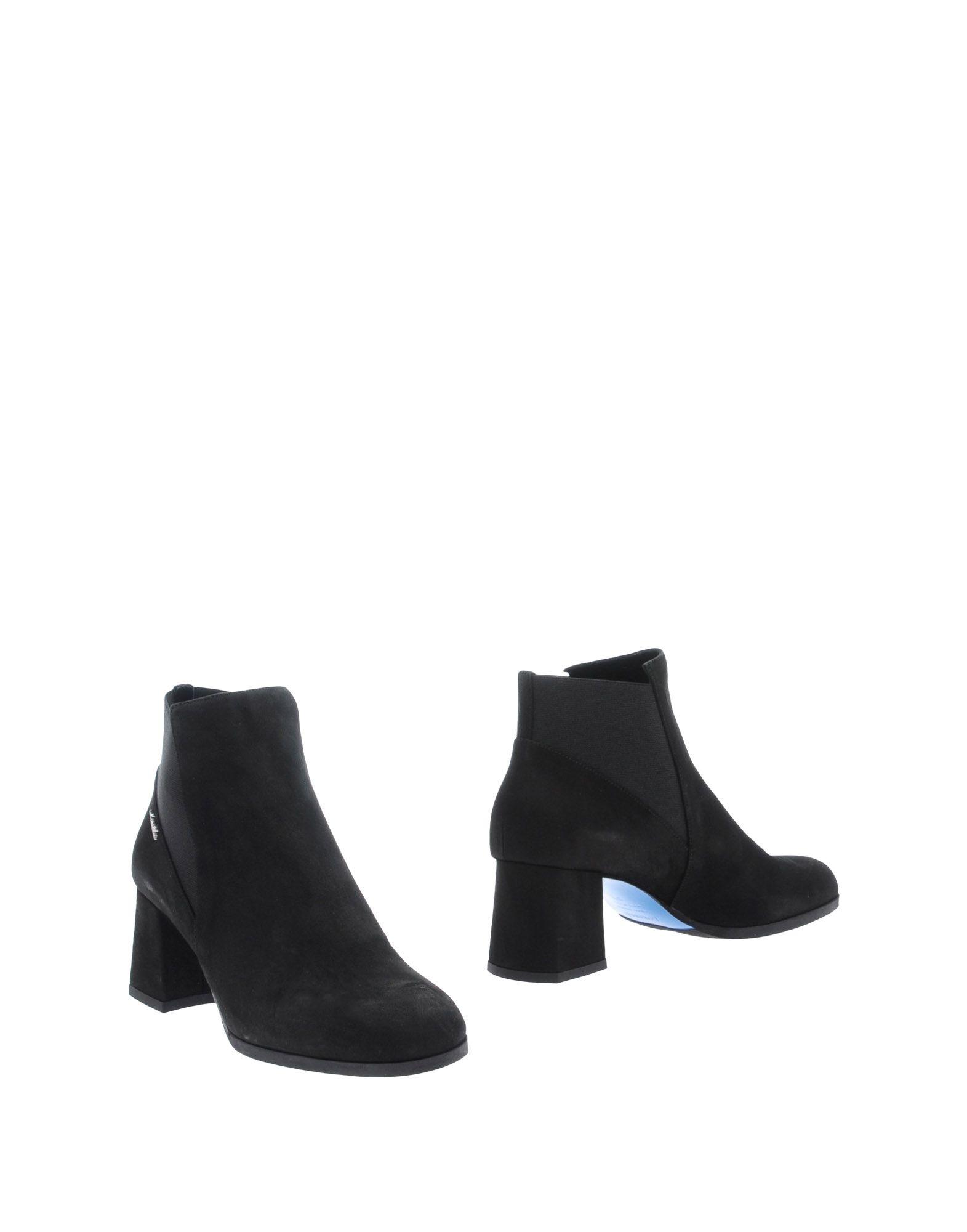 цена LORIBLU Полусапоги и высокие ботинки онлайн в 2017 году