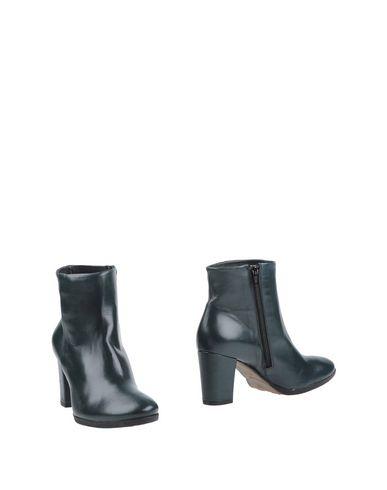 Полусапоги и высокие ботинки от MALLY