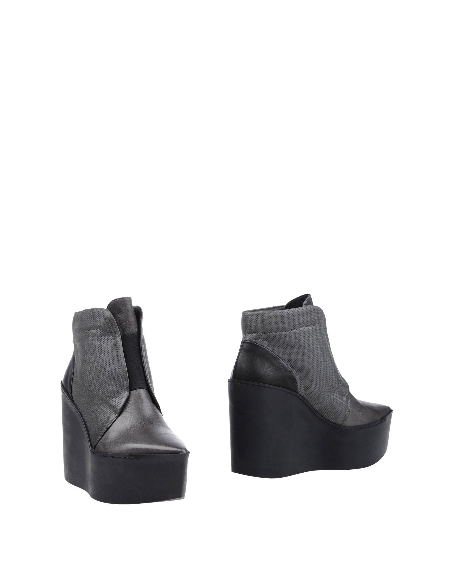 Фотография VIC MATIĒ Полусапоги и высокие ботинки