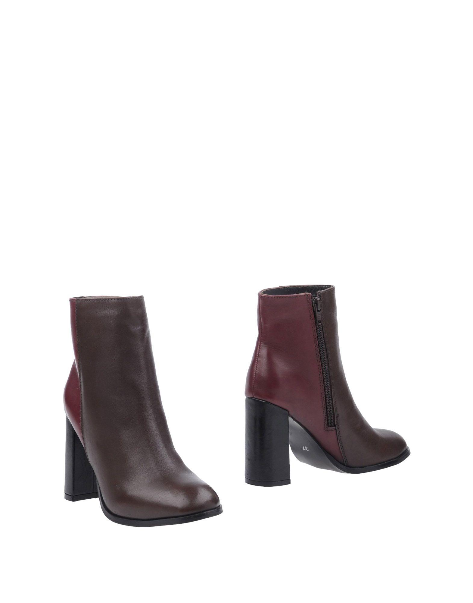 STEFANEL Полусапоги и высокие ботинки джемпер stefanel jl660d f1295 888