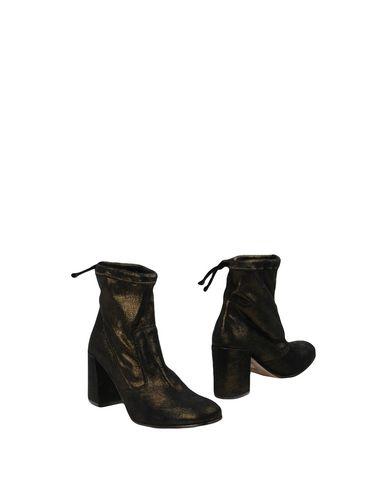 Фото - Полусапоги и высокие ботинки от LEMARÉ бронзового цвета