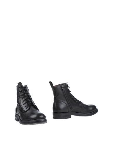 Полусапоги и высокие ботинки от BOEMOS