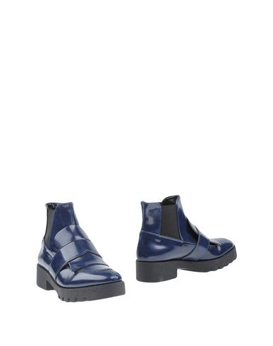 Полусапоги и высокие ботинки от ANGELA GEORGE
