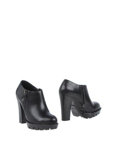 Фото - Женские ботинки и полуботинки BIBI LOU черного цвета