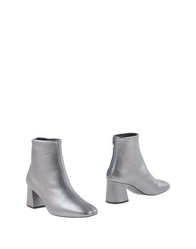 Полусапоги и высокие ботинки от CROSS WALK