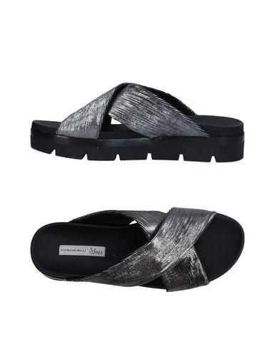 Фото - Женские сандали  свинцово-серого цвета
