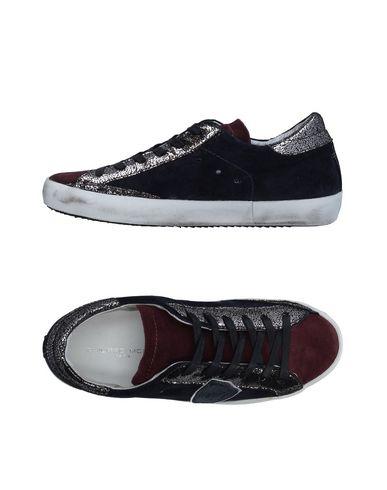 Фото - Низкие кеды и кроссовки от PHILIPPE MODEL цвет баклажанный