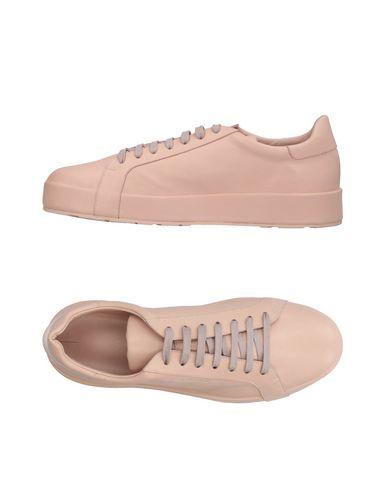 Купить Низкие кеды и кроссовки розового цвета