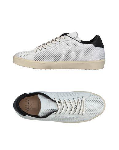 Фото - Низкие кеды и кроссовки от LEATHER CROWN белого цвета