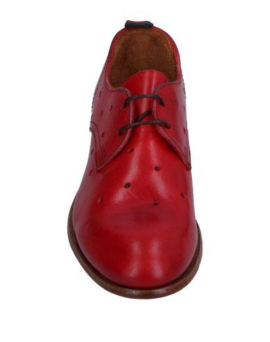 Фото 2 - Обувь на шнурках красного цвета
