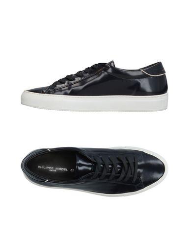 Купить Низкие кеды и кроссовки от PHILIPPE MODEL темно-синего цвета