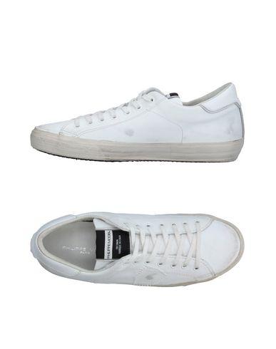 Фото - Низкие кеды и кроссовки от PHILIPPE MODEL белого цвета