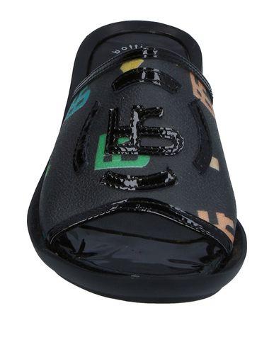 Фото 2 - Женские сандали BOTTICELLI SPORT LIMITED черного цвета