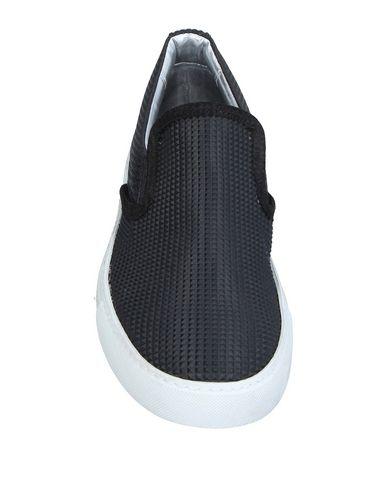 Фото 2 - Низкие кеды и кроссовки от P448 черного цвета