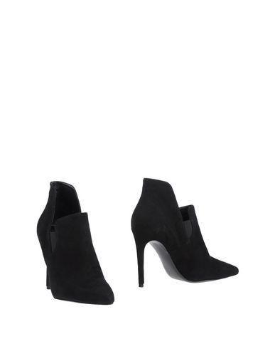 Купить Женские ботинки и полуботинки KENDALL + KYLIE черного цвета