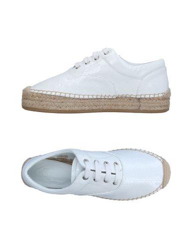 Купить Обувь на шнурках белого цвета