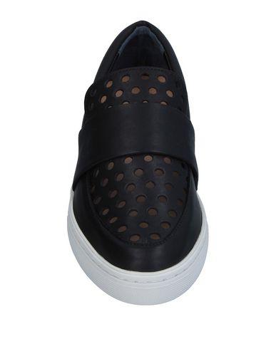 Фото 2 - Низкие кеды и кроссовки от LOEFFLER RANDALL черного цвета