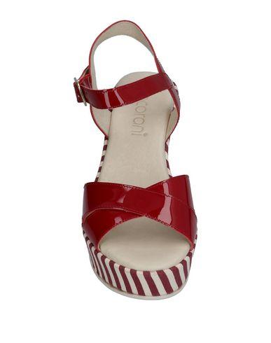 Фото 2 - Женские сандали ANCARANI красного цвета
