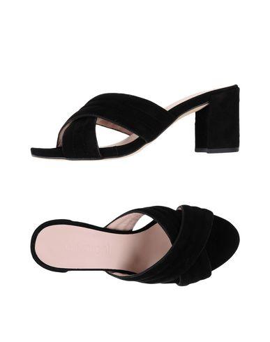Фото - Женские сандали ANCARANI черного цвета
