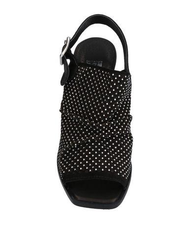 Фото 2 - Женские сандали DIVINE FOLLIE черного цвета