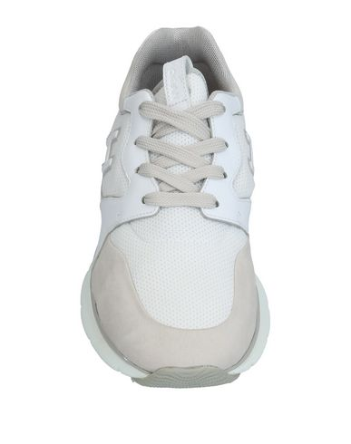 Фото 2 - Низкие кеды и кроссовки светло-серого цвета