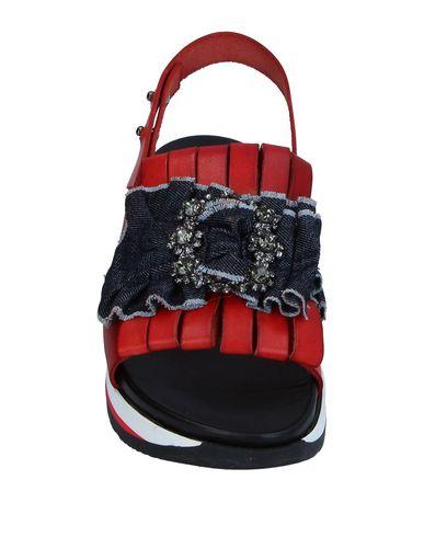 Фото 2 - Женские сандали TIPE E TACCHI красного цвета