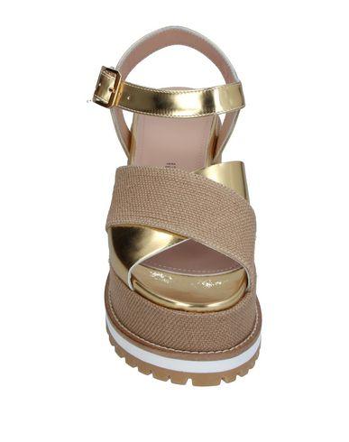 Фото 2 - Женские сандали TIPE E TACCHI золотистого цвета