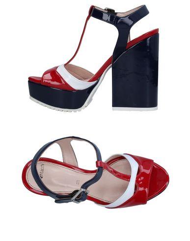 Фото - Женские сандали TIPE E TACCHI красного цвета