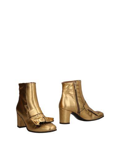 Полусапоги и высокие ботинки от MARIAN