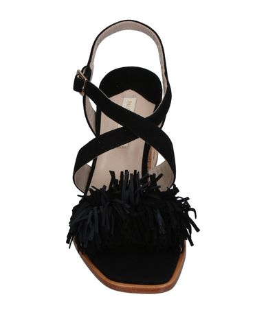Фото 2 - Женские сандали PALOMA BARCELÓ черного цвета