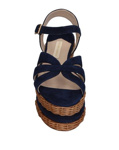 Фото 2 - Женские сандали PALOMA BARCELÓ темно-синего цвета