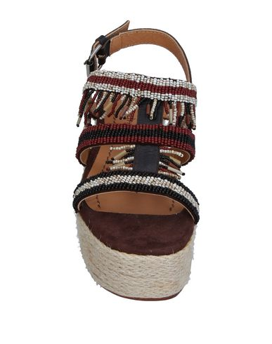 Фото 2 - Женские сандали MALÌPARMI темно-коричневого цвета