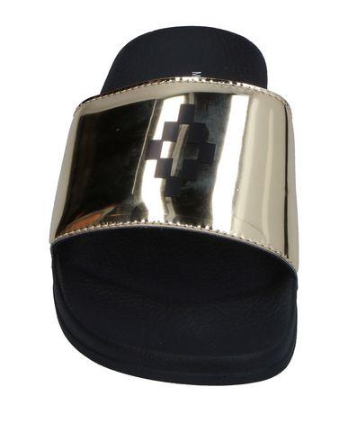 Фото 2 - Женские сандали MARCELO BURLON цвет платиновый