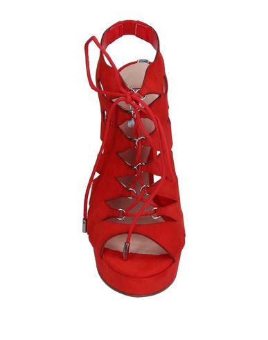 Фото 2 - Женские сандали  красного цвета