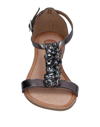 Фото 2 - Женские сандали  бронзового цвета