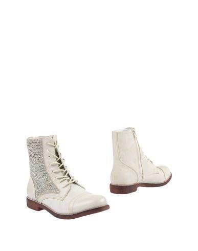 Фото - Полусапоги и высокие ботинки цвет слоновая кость