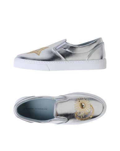 Фото - Низкие кеды и кроссовки от CHIARA FERRAGNI серебристого цвета