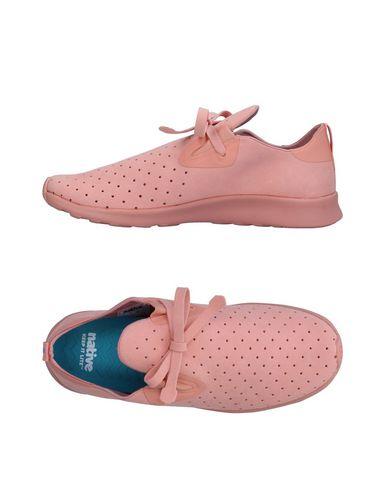 Фото - Низкие кеды и кроссовки лососево-розового цвета