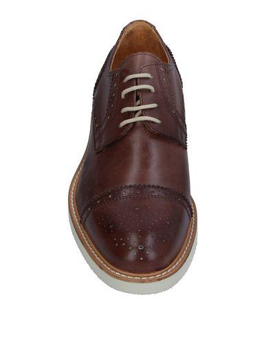 Фото 2 - Обувь на шнурках темно-коричневого цвета