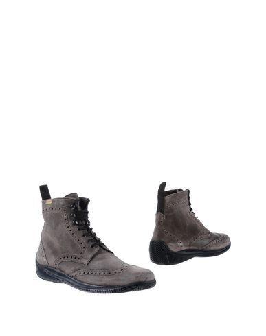 Купить Полусапоги и высокие ботинки от LO.WHITE серого цвета