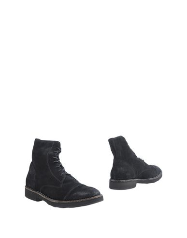 Фото - Полусапоги и высокие ботинки от O.X.S. черного цвета