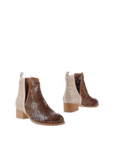 Фото - Полусапоги и высокие ботинки от JEFFREY CAMPBELL темно-коричневого цвета