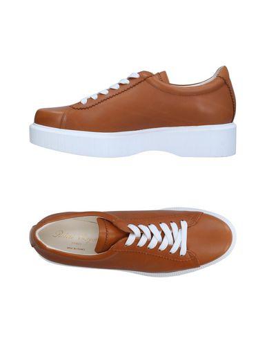 Купить Низкие кеды и кроссовки коричневого цвета
