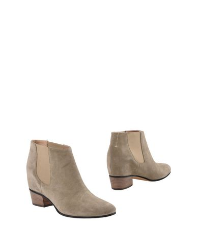 Фото - Полусапоги и высокие ботинки светло-серого цвета