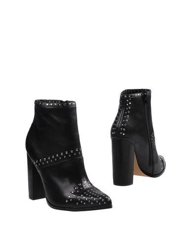 Купить Полусапоги и высокие ботинки от WINDSOR SMITH черного цвета