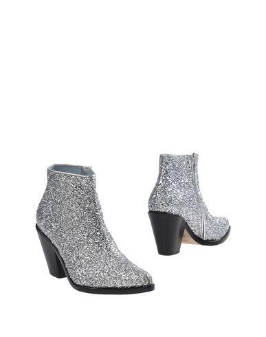 Фото - Полусапоги и высокие ботинки от CHIARA FERRAGNI серебристого цвета